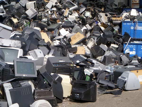 Raccolta-monitor-e-rifiuti-elettronici-parma